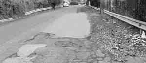 Un tratto dissestato della Via Poio tra la Via Leonardi e la Via Penninazzo
