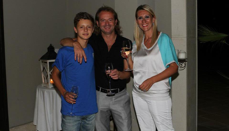 La famiglia Marletta (il nuovo bomber del Viagrande Marco, il papà presidente Antonio e la mamma Maria Giovanna Poli)