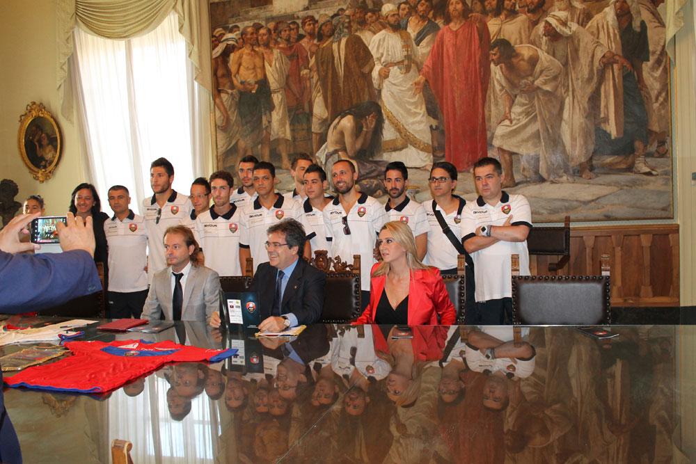 Presentazione Catania Calcio a 5 (S.S.D. Viagrande) a Palazzo degli Elefanti alla presenza del sindaco di Catania, Enzo Bianco.