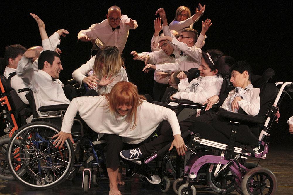 Normali Metamorfosi. Disabili del CSR e Associazione Neon insieme per una performance emozionante e applauditissima