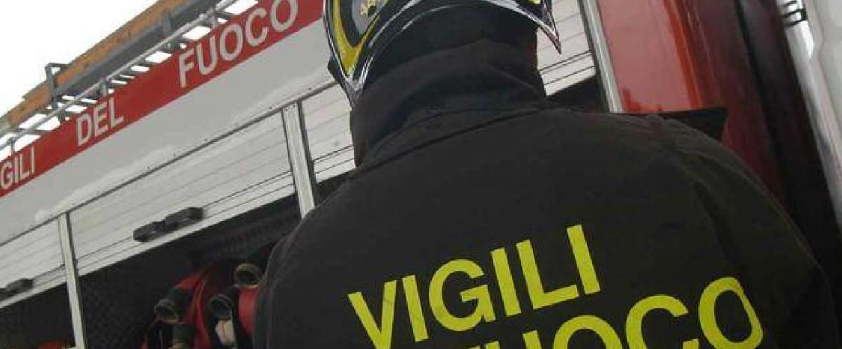 Viagrande, incendio invade locali di una pizzeria