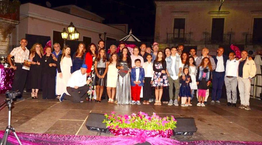 Linguaglossa: Daniela Cavallaro e le sue Voci di fine estate incantano Piazza Matrice