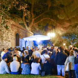 villa comunale, visitatori in fila per la mostarda