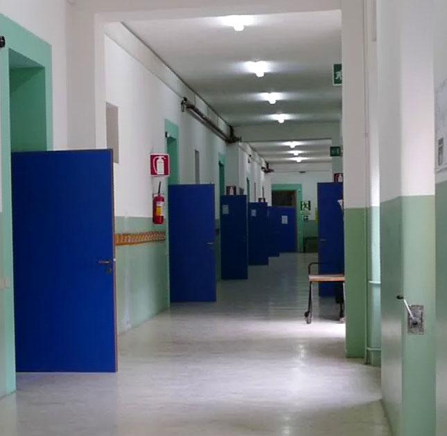 Corridoio centrale Scuola elementare (in vista le nuove porte interne)
