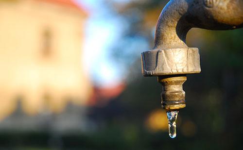 Niente acqua a Viagrande, le proteste dei cittadini