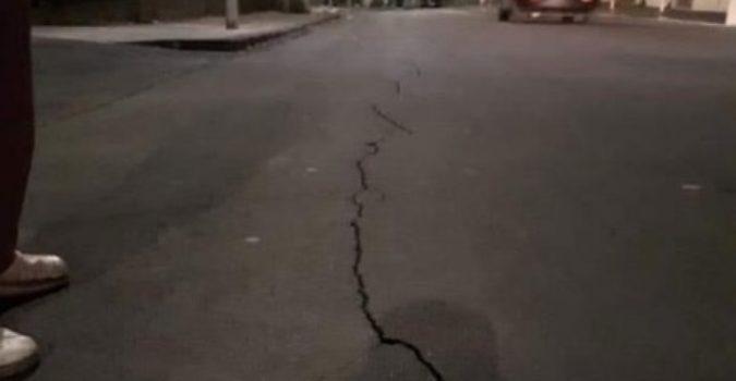 Altro terremoto a Biancavilla, crepe sull'asfalto e torna la paura