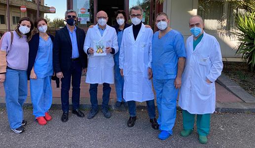 sindaco leonardi e assessore cristaldi con dr. rapisarda e operatori area covid